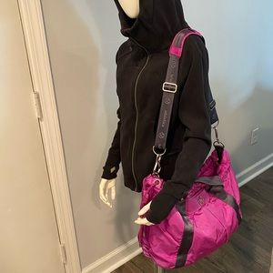 😍 RARE Lululemon Effortless Duffel Tote Gym Bag